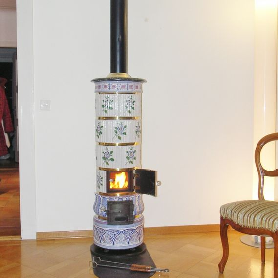 Small round Alsatian stove with fire viewing panel