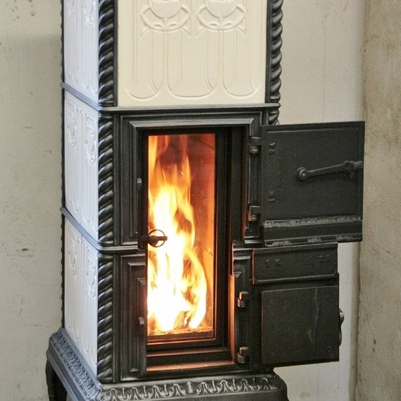 Klus Lucelle model stove refurbished with two-part fire door and large glass door