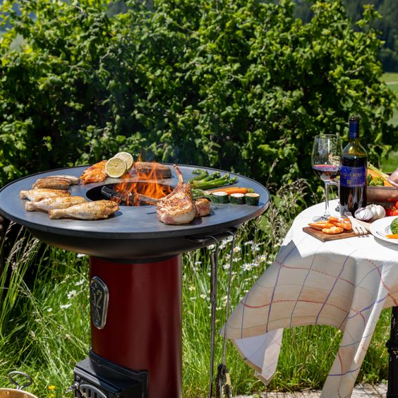 Cylindrical stove refurbished with large cooking ring for a top-class barbecue experience The different temperature sections on the cooking ring allow meat, fish and vegetables to be cooked gently to perfection.