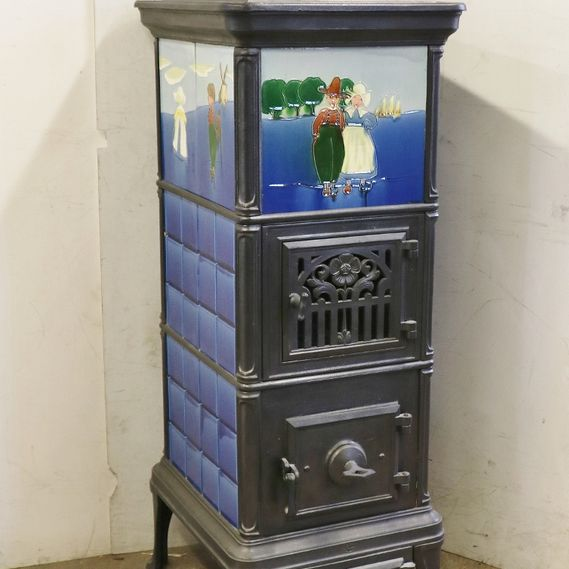Klus freestanding tiled stove no. 1690, fully restored and refurbished with tall furnace and small glass door