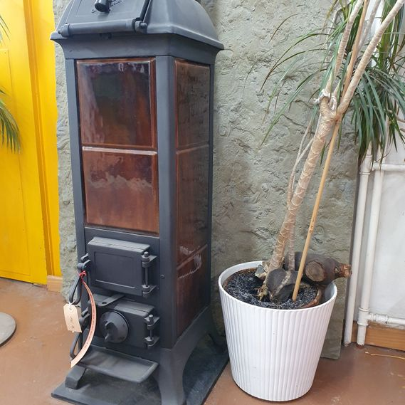 CHF 1,980 excluding VAT / Freestanding stove no. 1760 with brown enamel panelling