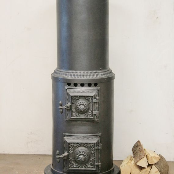Cylindrical stove no. 1033, fully restored and ready to use