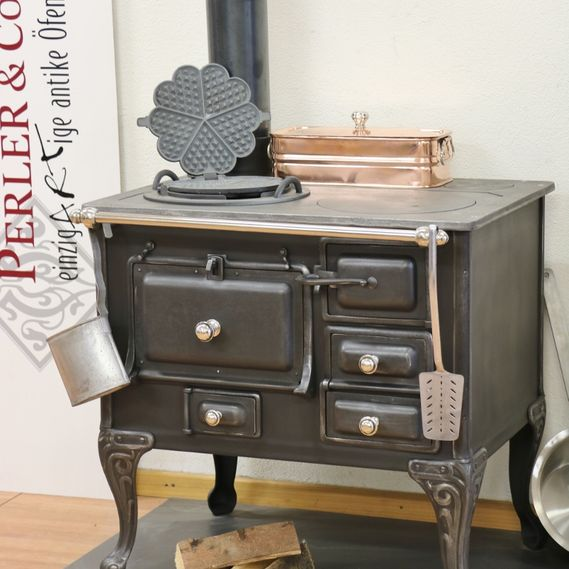 Sarina stove no. 1493 with two hobs, oven and copper water tank