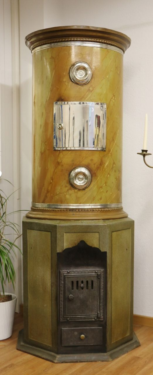 Cast-iron stove no. 1577, elegant bespoke cylindrical stove with original marbled paintwork and antique patina.
