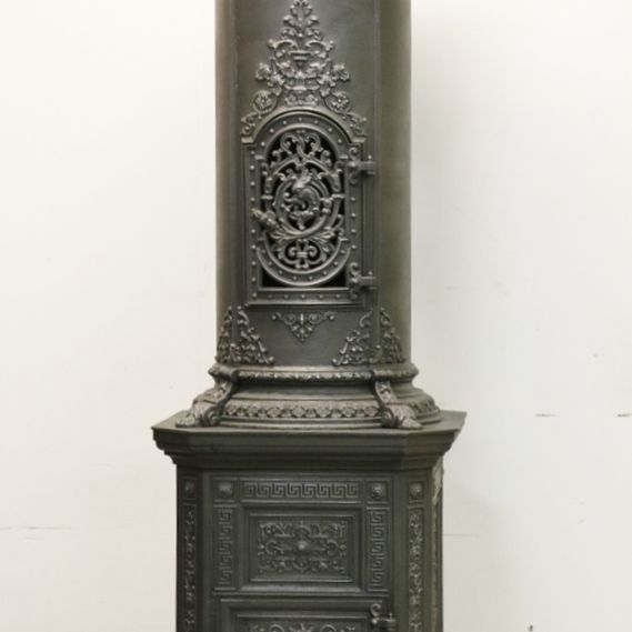 Cast-iron stove no. 1776 Austro-Hungarian Imperial cast-iron stove with stately proportions