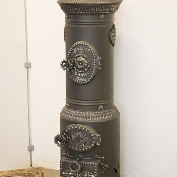 Cast-iron stove no. 1615, cylindrical stove with stunningly decorated special doors from the former stove manufacturer J. Böhler in Basel.