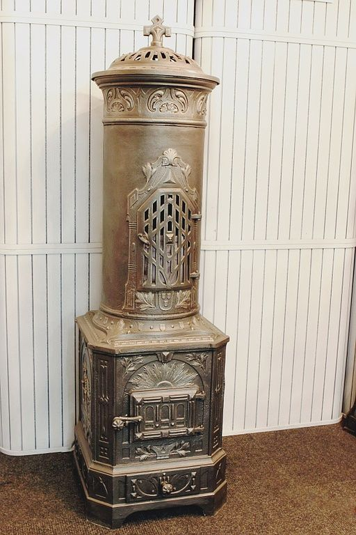 Cast-iron stove no. 144 - Perler Ofen/ Imperial cast-iron stove circa 1900 from the former Austro-Hungarian Empire.